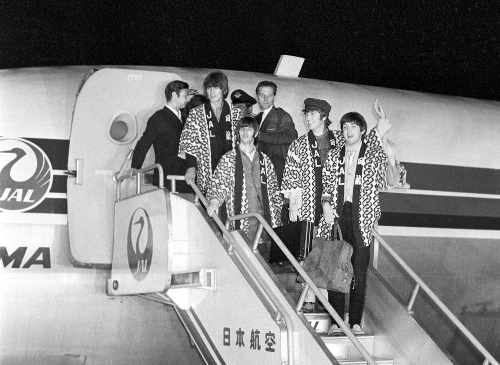 Die Beatles bei ihrer Ankunft in Tokio am 29. Juni 1966