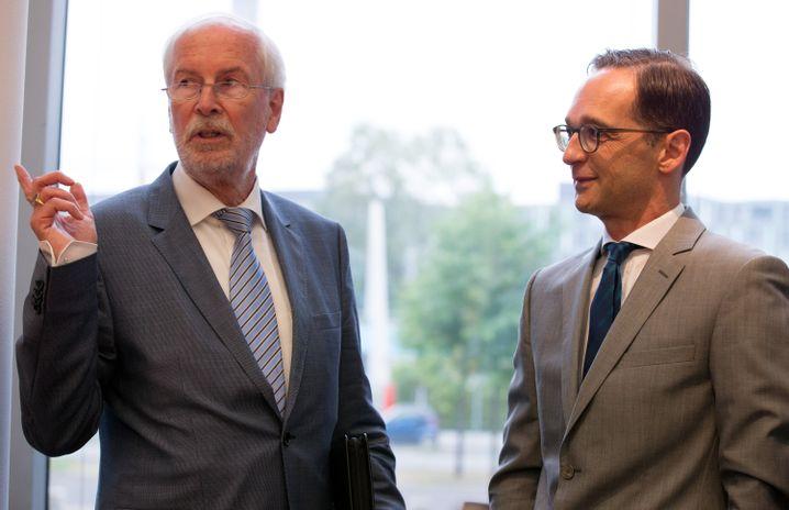 Range mit dem damaligen Justizminister Maas (im August 2015)