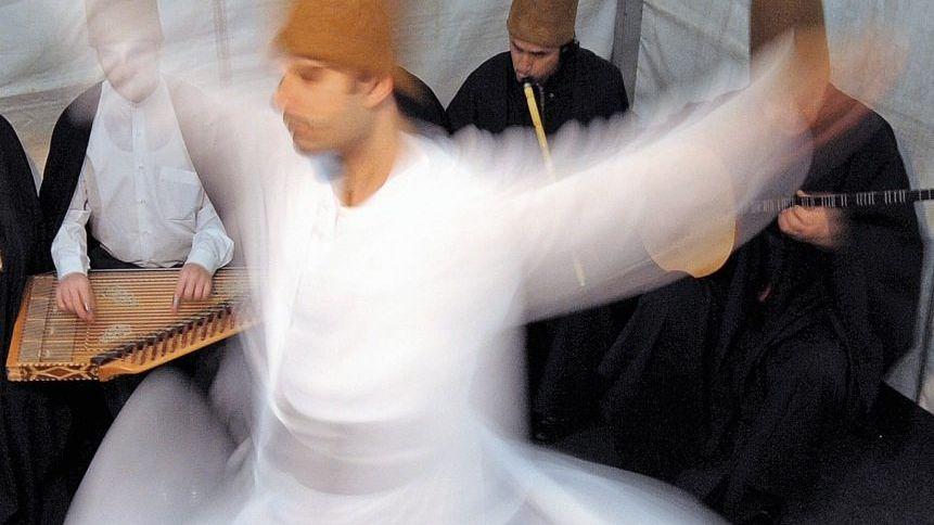 Tanzende Derwische (bei einem Auftritt in Radebeul bei Dresden).