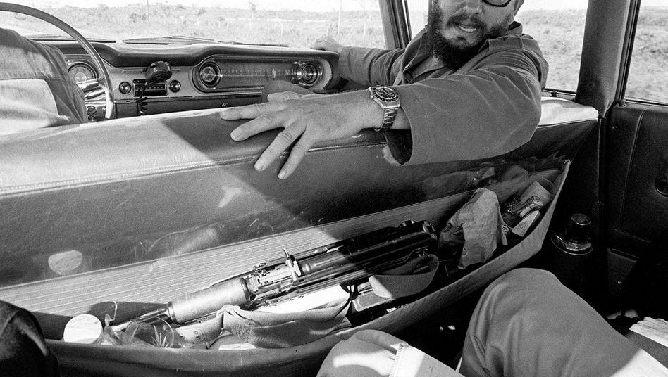 Castro bei einem Interview im Auto 1964