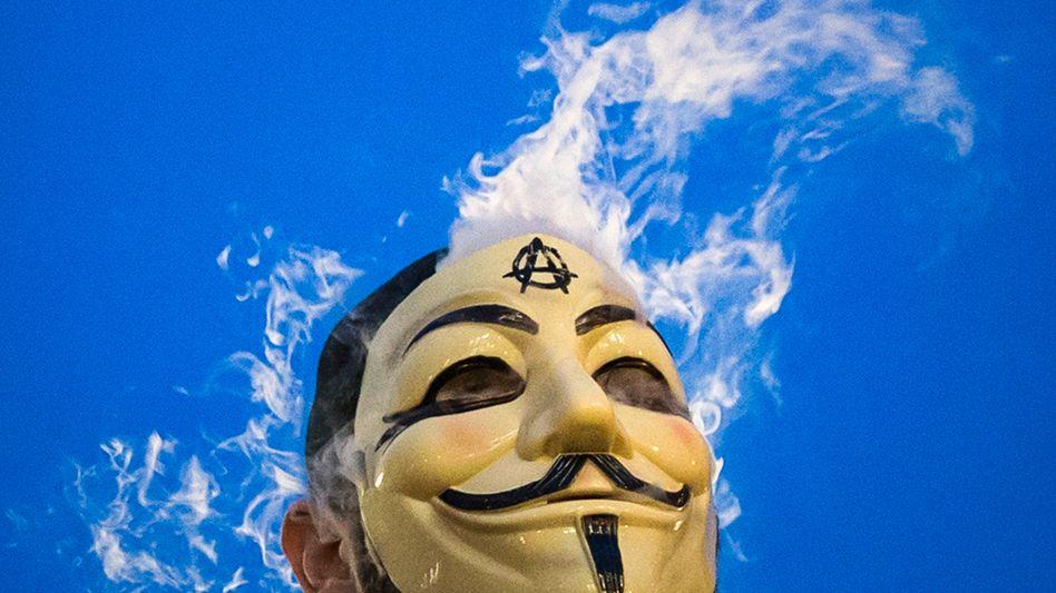 Person mit Guy-Fawkes-Maske: Anonymous und LulzSec kommen im Bericht vor