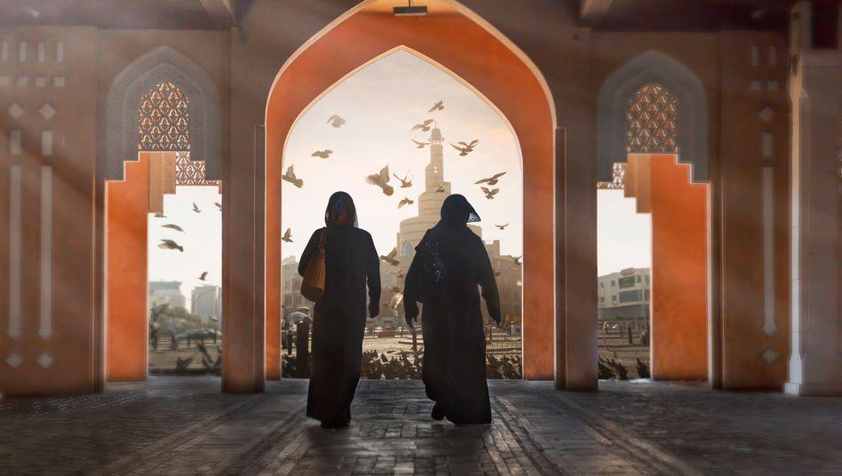 Zwei Frauen in Katar