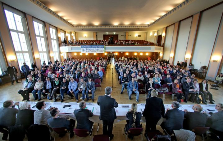 Bürgerversammlung in Tröglitz mit Landrat Götz Ulrich: 500 Anwohner kamen