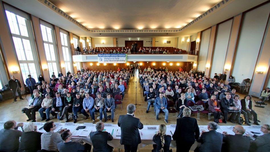 Bürgerversammlung in Tröglitz: 500 Anwohner kamen