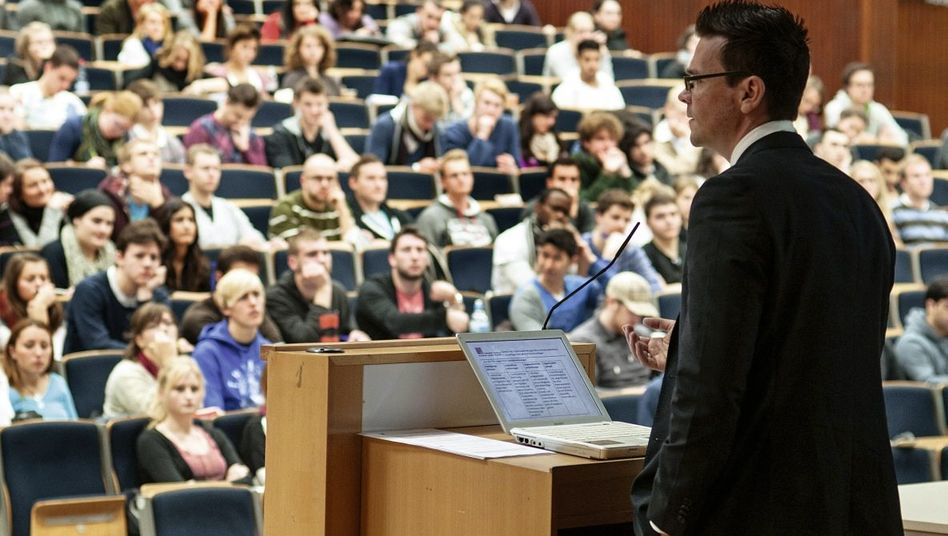 Dozent, Studierende im Hörsaal »Ventil für Unmut«