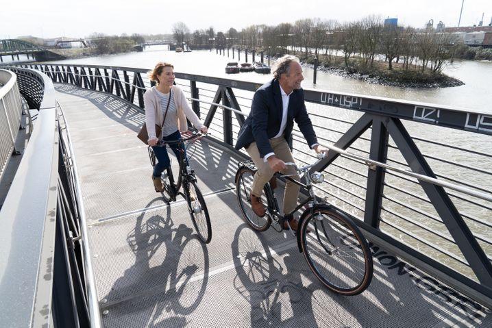 Veloroute 11: Die Klütjenfelder Radwegbrücke macht es möglich, von der Hamburger Innenstadt durch den Alten Elbtunnel bis nach Wilhelmsburg im Süden der Stadt zu radeln
