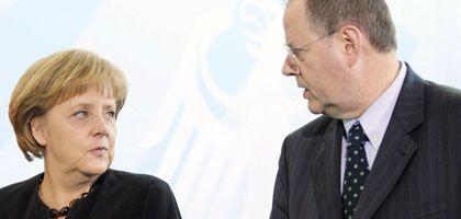 Kanzlerin Merkel, Finanzminister Steinbrück: Deutschland macht mehr Schulden