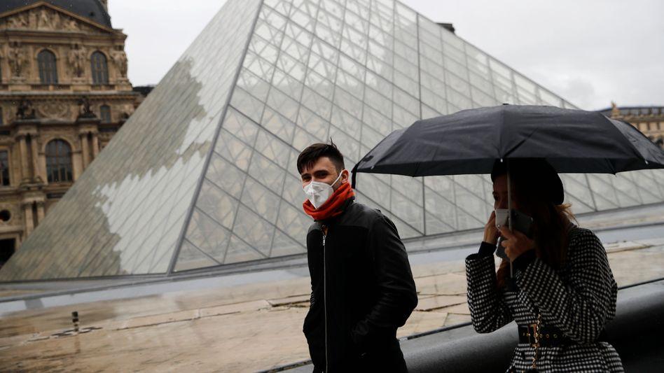 Touristen in Paris: Der Louvre blieb am Sonntag und Montag geschlossen