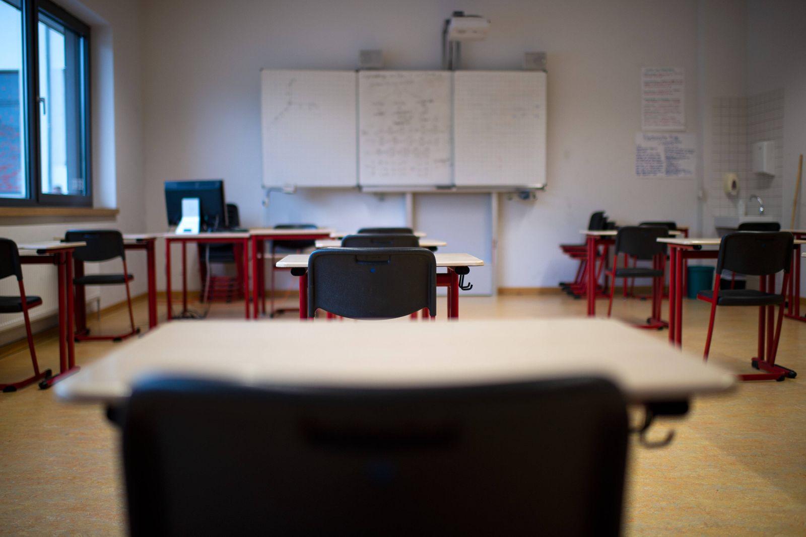 Bünde, Deutschland 11.05.2020: Feature Abitur in der Coronakrise 2020 Im Jahr 2020 werden die schriftlichen Abiturklaus