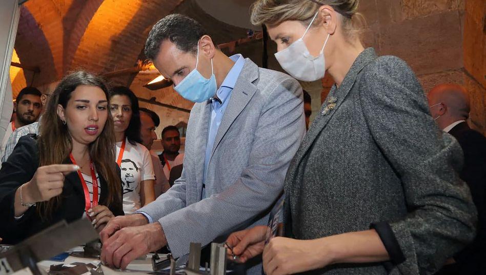 Offiziell an Corona erkrankt: Baschar und Asma al-Assad