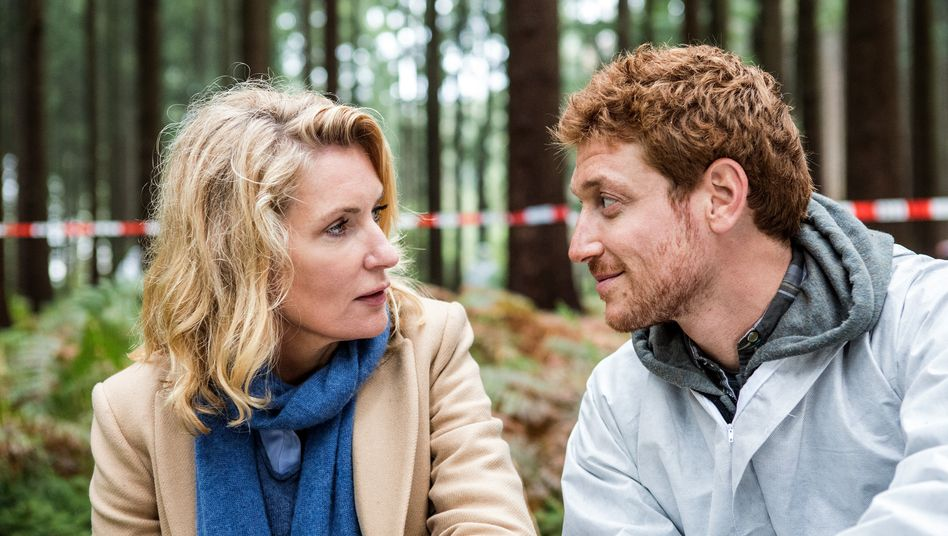 Flirt am Tatort: Charlotte Lindholm (Maria Furtwängler) und Kollege (Daniel Donskoy)