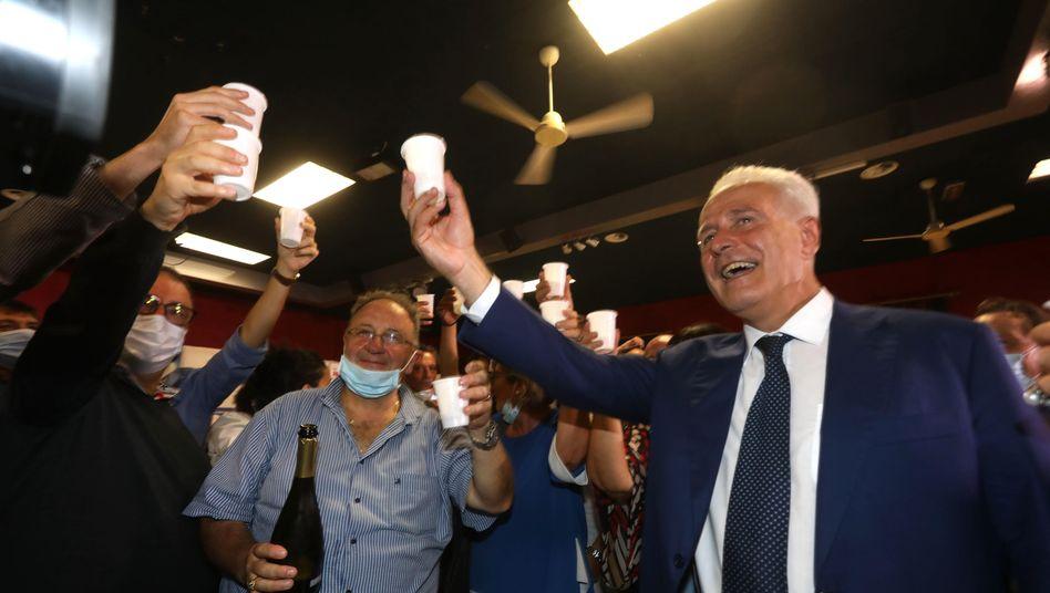 In Feierstimmung: Wahlsieger Eugenio Giani (r.)