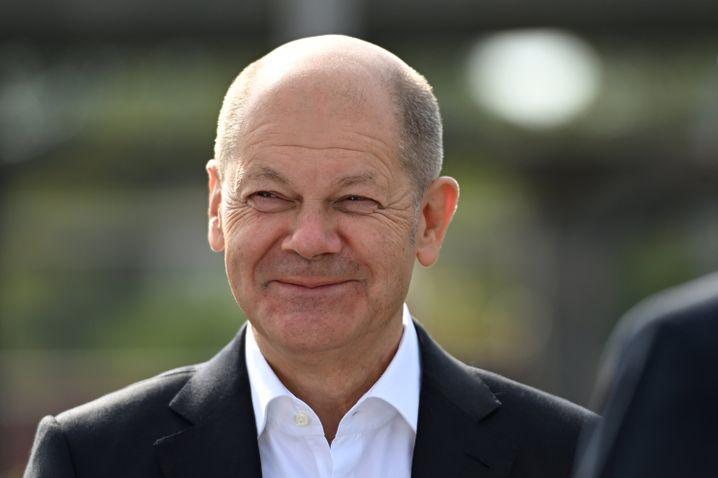 Olaf Scholz bei einem Besuch des Betriebsrats von Thyssenkrupp in Duisburg
