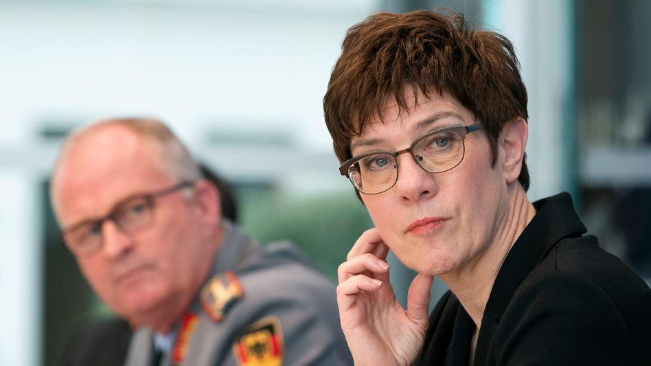 """Verteidigungsministerin Kramp-Karrenbauer (Archivfoto): """"Die Nato ist keine Handelsorganisation"""""""