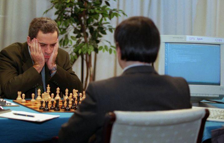 Weltmeister Kasparow (links) gegen Deep Blue (1996): Psychologisch unterlegen