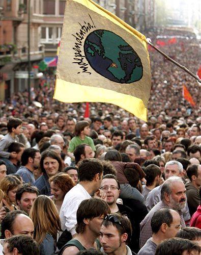 """Für ein unabhängiges Baskenland: Im nordspanischen Bilbao riefen im april 2006 zahlreiche Parteien und Gewerkschaften zu Protesten auf. """"Es ist Zeit für Lösungen"""", lautete ihr Motto."""