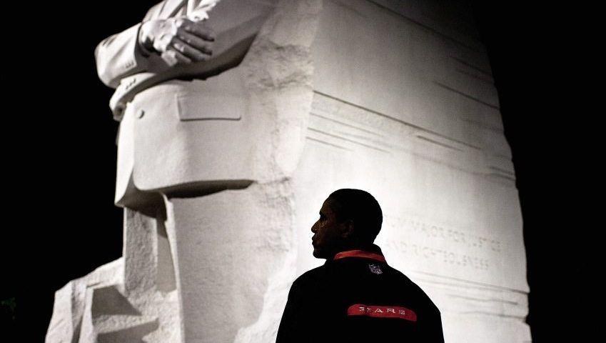 Staatsoberhaupt Obama vor dem Martin-Luther-King-Denkmal in Washington