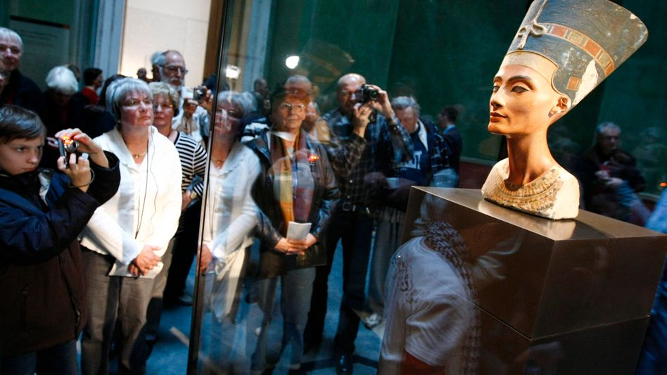 The bust of Nefertiti currently resides in a bulletproof display box in Berlin's recently re-opened New Museum. But if Egyptologist Zahi Hawass has his way, it may not be for long.