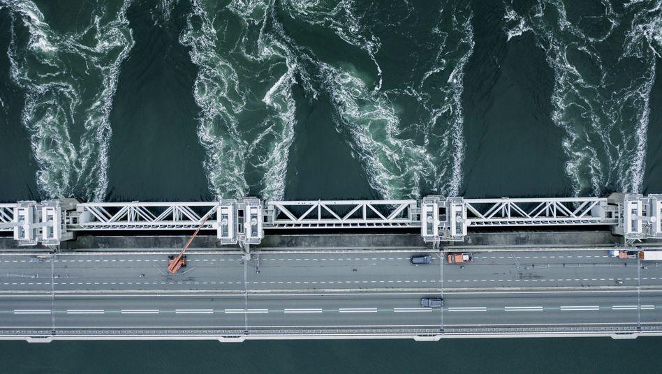 Sturmflutsperrwerk in den Niederlanden: Vorbild für den Megadamm?