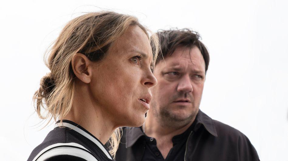 »Polizeiruf«-Ermittler König (Anneke Kim Sarnau) und Bukow (Charly Hübner): Wie viele Banker bringt Sabine noch um?