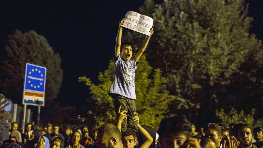 Flüchtlinge: Chaos an der serbisch-ungarischen Grenze