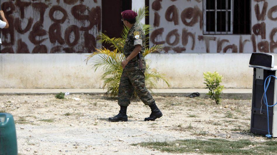 Blut-Botschaft auf Häuserwand: Behörden gehen gegen Drogenbande vor
