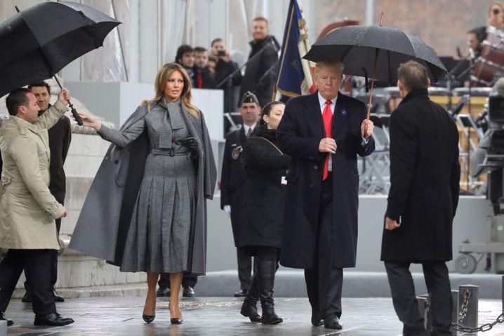 Zu nass für die Kriegerehrung: Trump und Gattin Melania 2018 in Paris