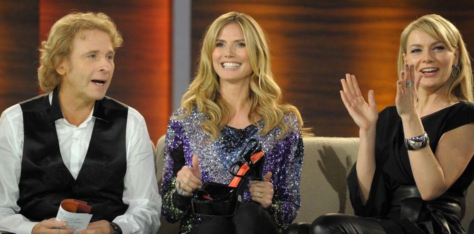 """Thomas Gottschalk mit Heidi Klum im Jahr 2010 in der Show """"Wetten, dass..?"""" (Archiv)"""