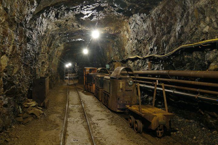 Ehrenfriedersdorf: Blick in eine Grube im Besucherbergwerk