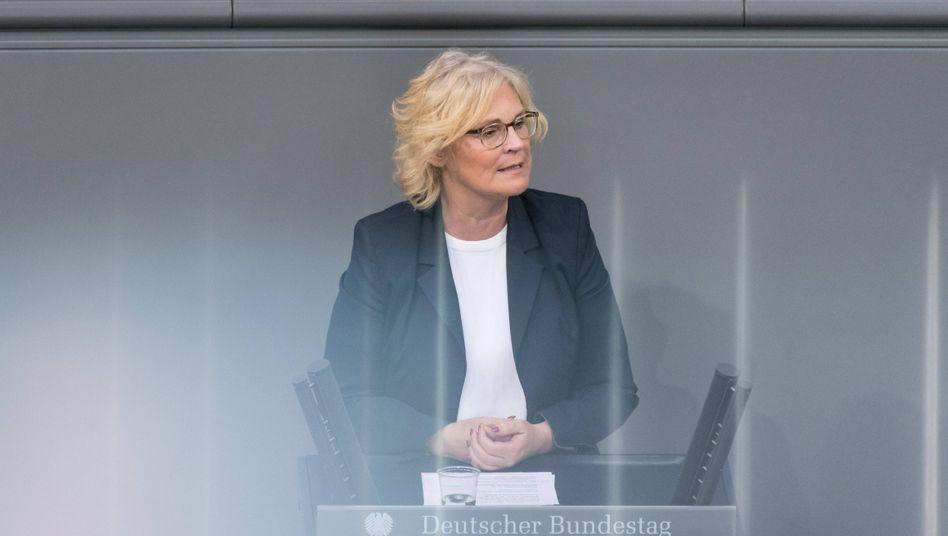 Christine Lambrecht im Mai als Rednerin im Bundestag