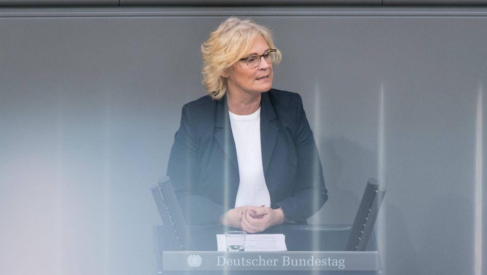 """Christine Lambrecht: """"Überwachungszwecke klarer bestimmen und Kontrollmöglichkeiten verbessern"""""""