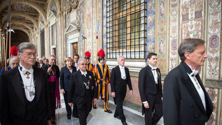 Merkel besucht Papst: Geschenke und Finanzgespräche