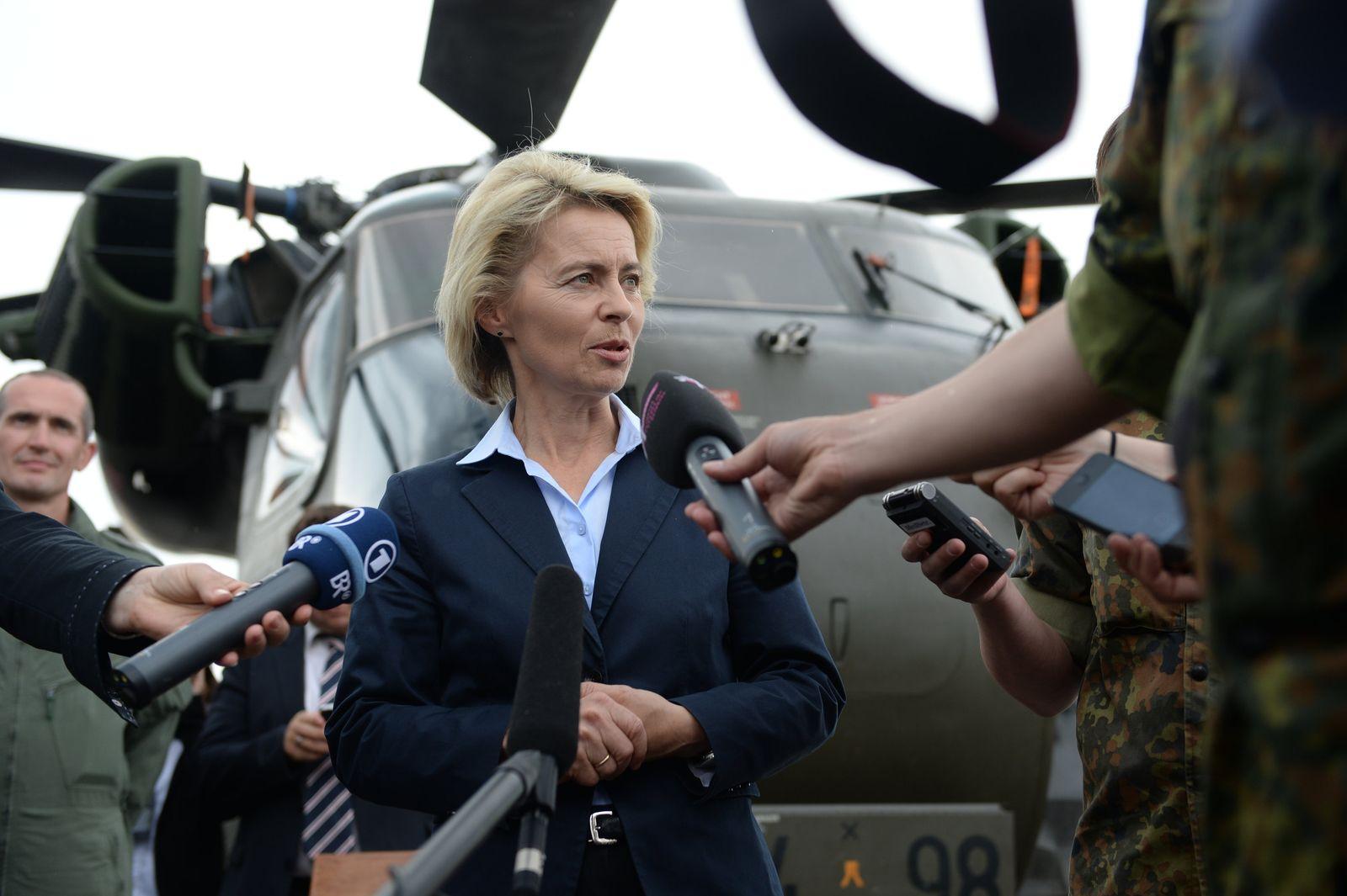 Verteidigungsministerin besucht Hubschraubergeschwader