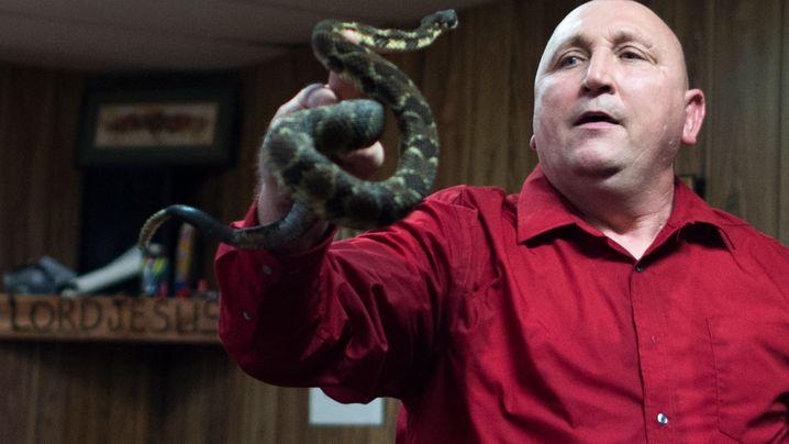 US-Kirche: Die mit den Schlangen tanzen