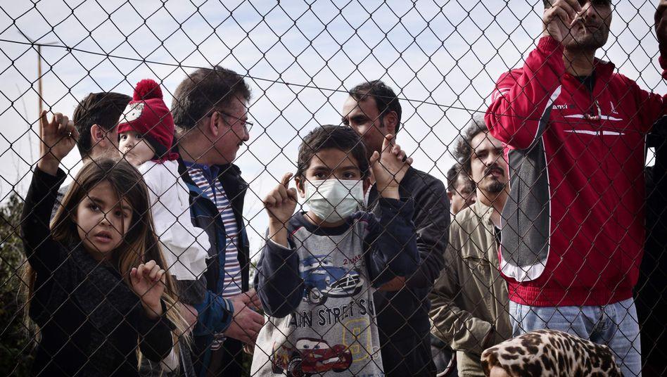 Flüchtlinge in einem Lager in Athen