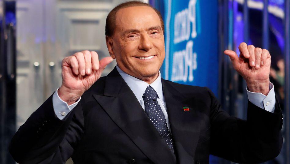 Silvio Berlusconi bei einem Fernsehauftritt (Archiv)