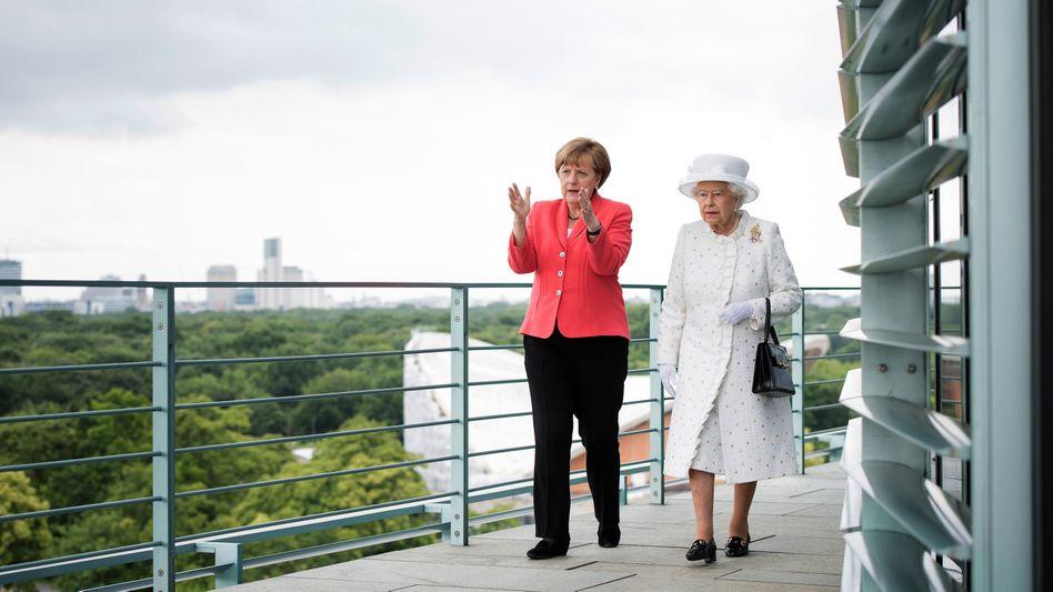Kanzlerin trifft Königin: Foto vom Treffen Angela Merkels mit Queen Elizabeth II. in Berlin im Jahr 2015