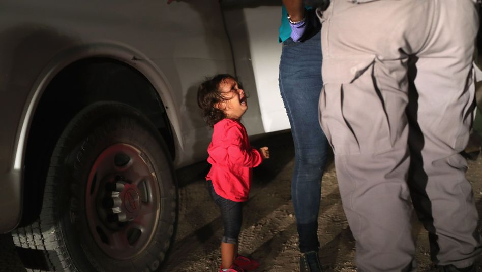 Honduranisches Mädchen an der US-Grenze zu Mexiko