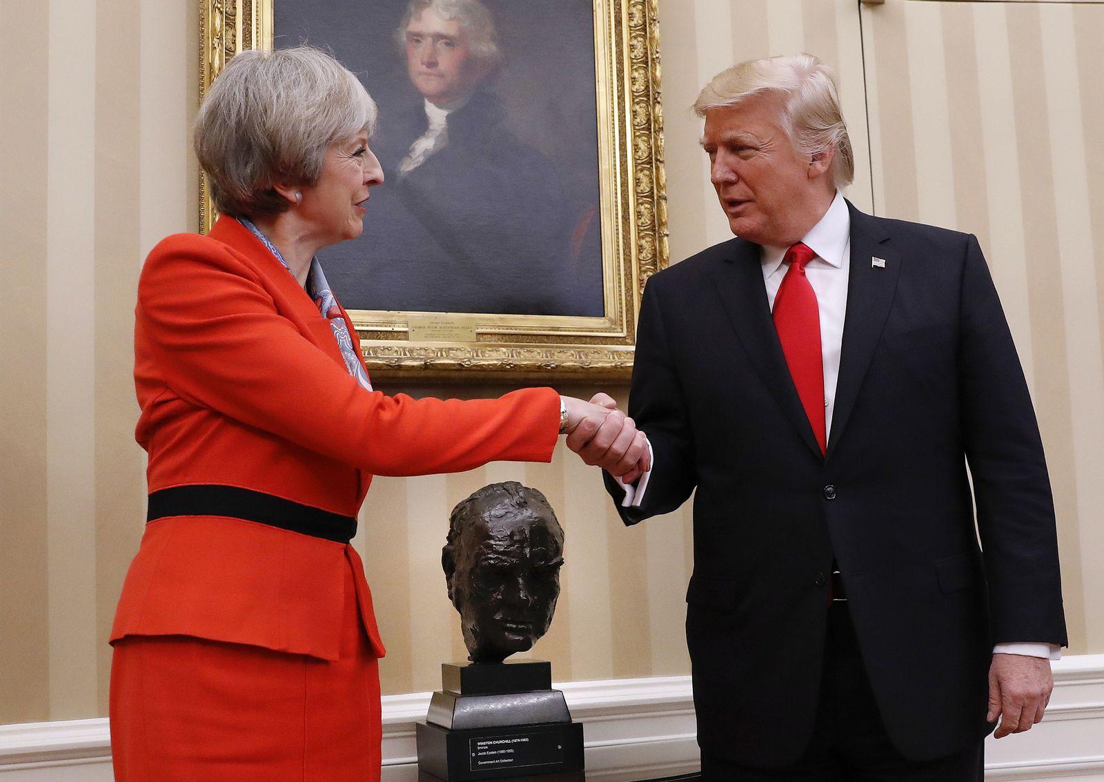 Theresa May / Donald Trump / Handshake