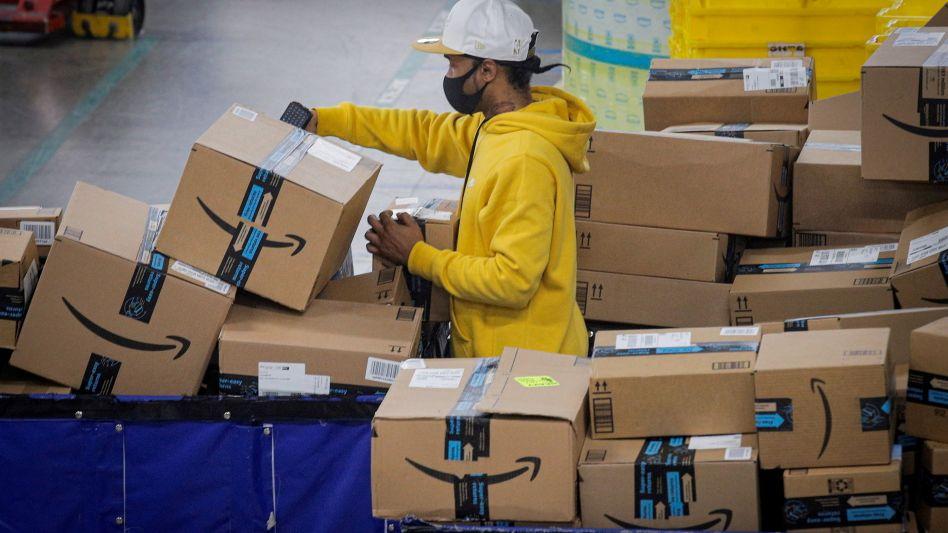 Amazon-Sendungen in Vertriebszentrum in New York City