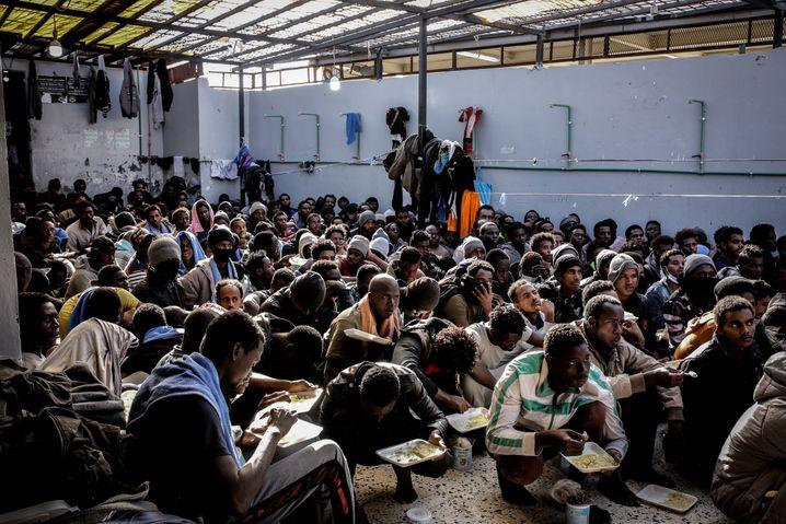 Inhaftierte Flüchtlinge in Libyen: Erpresst, gefoltert, getötet