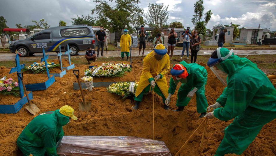 Bestatter in Manaus: »Die Geschwindigkeit, mit der sich das Virus gerade verbreitet, ist der Wahnsinn«
