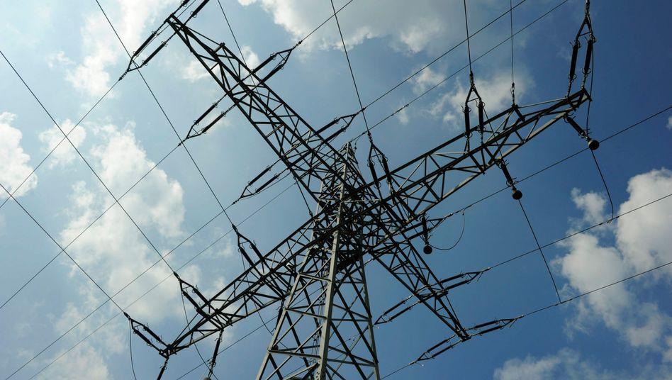Strommast: Rund die Hälfte des Preises für Steuern, Abgaben und Umlagen?