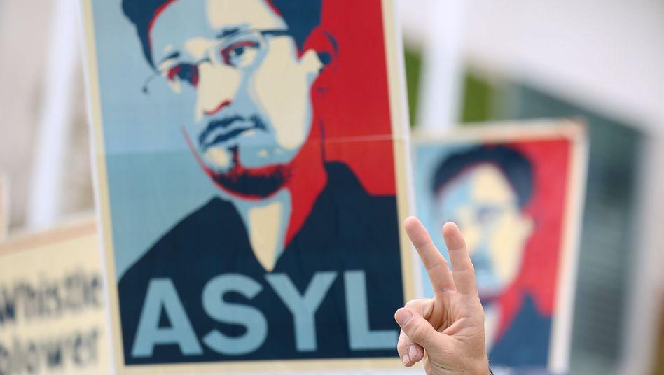 """Pro-Snowden-Transparent (in Berlin): """"Schlimmster Alptraum"""""""