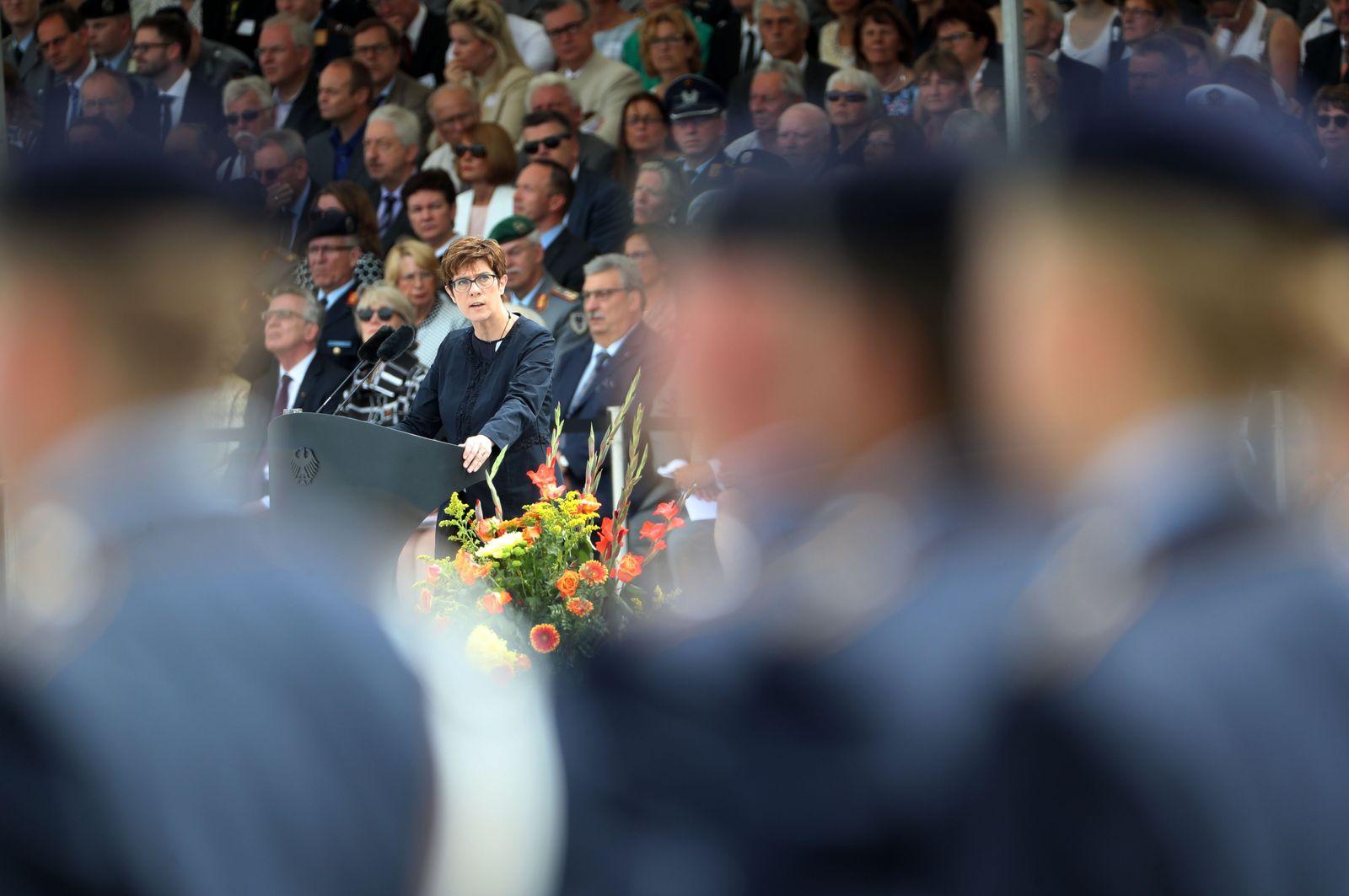 AKK bei Stauffenberg-Zeremonie