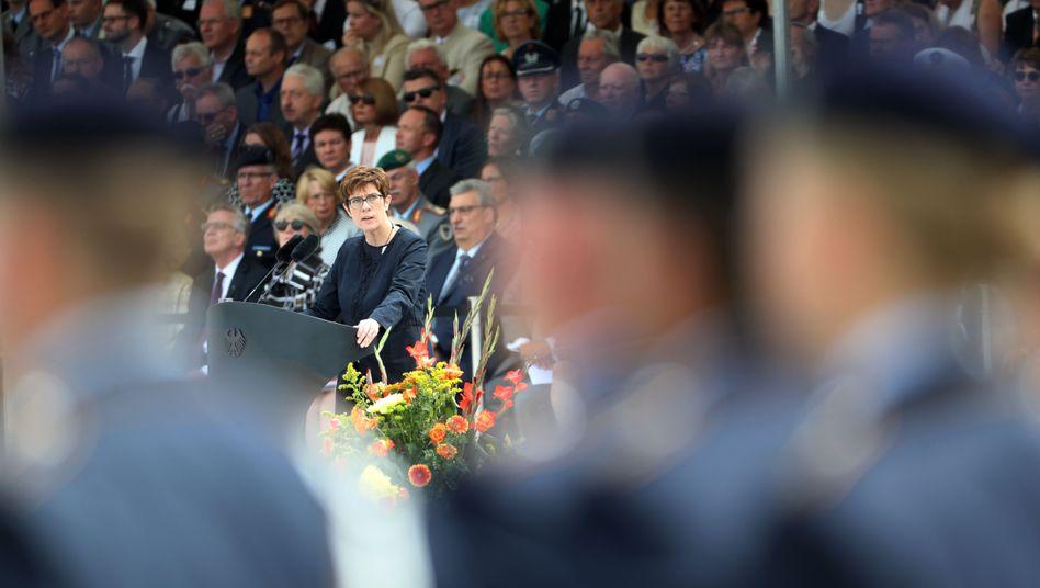 Kramp Karrenbauer bei ihrer ersten Rede vor der Truppe
