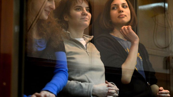 Prozess gegen Pussy Riot: Polit-Punks hinter Rauchglas