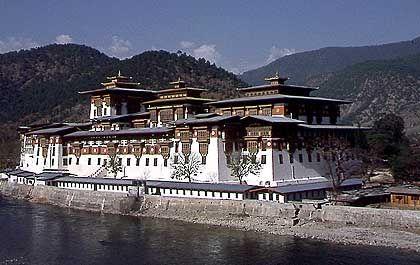 Dzong von Punakha: Jeder der 20 Bezirke von Bhutan seine eigene Klosterburg, den Dzong