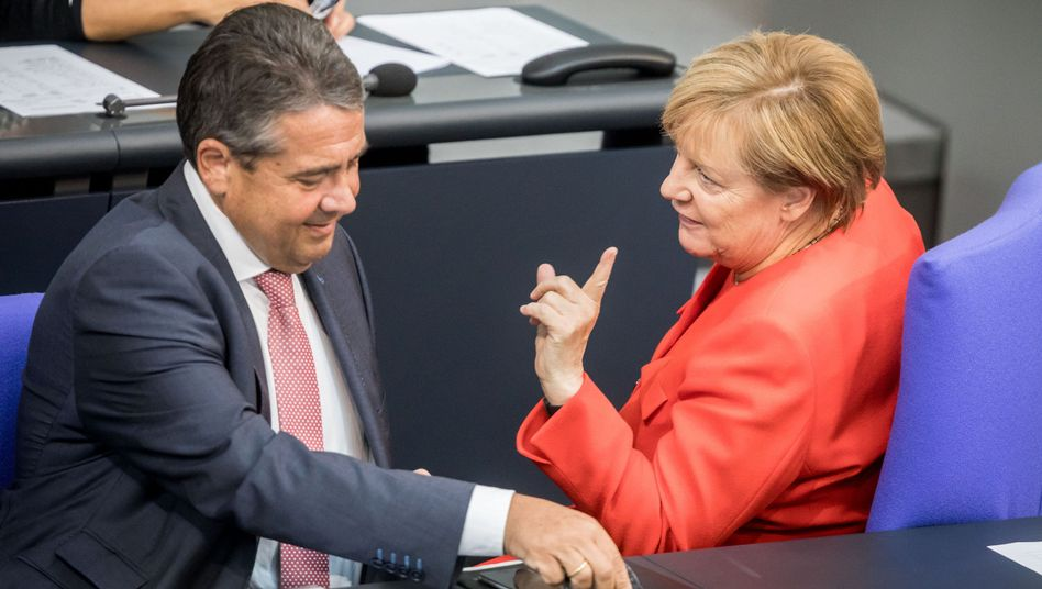 Angela Merkel, Sigmar Gabriel (im September 2017 im Bundestag)
