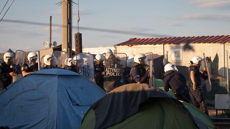 Polizisten in Idomeni
